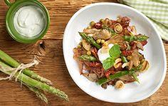 Salát s chřestem,Schwarzwaldskou šunkou a zakysanou smetanou Asparagus, Green Beans, Salads, Vegetables, Ethnic Recipes, Food, Studs, Essen, Vegetable Recipes