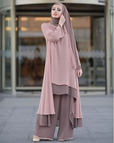 Hundreds of new looks updated every day! Islamic Fashion, Muslim Fashion, Modest Fashion, Fashion Dresses, Hijab Style, Hijab Chic, Abaya Style, Muslim Dress, Hijab Dress