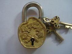 Ancient Keys And Locks. Posted by Sifu Derek Frearson Antique Keys, Vintage Keys, Vintage Stuff, Skeleton Key Lock, Old Door Knobs, Under Lock And Key, Old Keys, Key To My Heart, Doorbells