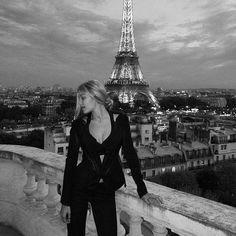 Gigi Hadid.. Parisian chic..