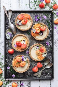 Raw white chocolate cheesecake tarts by 💗 . Recipe makes 6 crust 1 cups gluten-free rolled oat cup walnuts 12 dates,… Raw Food Recipes, New Recipes, Dessert Recipes, White Chocolate Cheesecake, Vegan Chocolate, Chocolate Chocolate, Cheesecake Tarts, Vegan Cheesecake, Cookies Et Biscuits
