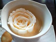 coffee cream rose at chourakukan cafe, kyoto, japan Coffee Cream, Coffee Love, Coffee Art, Coffee Shop, Coffe Cups, Tea Cups, Cute Food, Good Food, Yummy Food