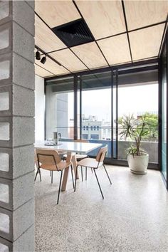 Fantásticas las oficinas de Clare Cousins  en Melbourne; cuyo reto era que, conservando la envolvente, crearan un espacio con sentido de ...