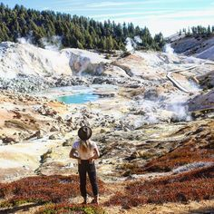 Lassen Volcanic National Park Is A Hidden California Gem With Turquoise Mountain Lakes - Narcity Lakes In California, California National Parks, California Travel, Trinidad California, California Sunset, Northern California, Places To Travel, Places To See, San Francisco