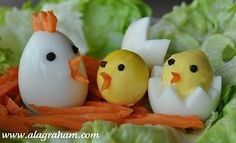 """Hard Boiled """"Chicken"""" Eggs…perfect for kids on Easter and Spring - Gardening Boiled Chicken, Chicken Eggs, Food Art For Kids, Cooking With Kids, Hard Boiled, Boiled Eggs, Yummy Easter Recipes, Cute Chickens, Egg Decorating"""