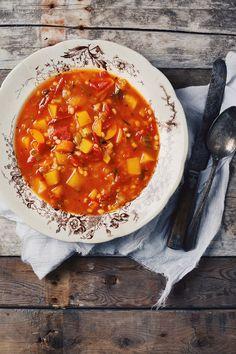 Soupe aux légumes et à l'orge - Le Coup de Grâce Soup Recipes, Great Recipes, Vegan Recipes, Bowl Of Soup, Soup And Salad, Homemade French Onion Soup, Canadian Food, Tacos, Vegetarian Options
