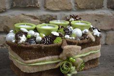 Adventsgesteck grün braun mit Teelichter  von Moneria auf DaWanda.com