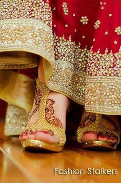254d9afdcc7 dulhan indian bollywood bride desi wedding henna mehndi indian bridal shoes  wedding bride dulhan desi groom www.