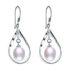 cercei cu perle http://www.bijuteriifrumoase.ro/cumpara/cercei-eleganti-cu-perle-3578