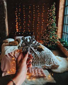 В Москве снежинки только на фото❄️ Есть среди нас те, у кого метель за окном,а?!☃️ Друзья, мы не сдаём в аренду студии, а декорируем забронированную Вами