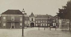 Arnhem: Hotel des Pays Bas aan de Markt in Arnhem. Rechts daarvan de Sabelspoort. 1902