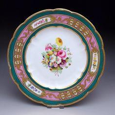 ゴージャスで美しい <<本物>>『英国の花々-ウィーン調』手描きの繊細かつ豪華なディナー・キャビネットプレート No. 4 でございます。この後、モティーフ違いをご紹介してまいりますのでご注目くださいませ。       ⇩ http://eikokuantiques.com/?pid=90959785