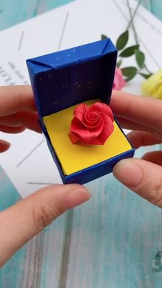 """Origami is not only an art, it is also a method of exercise. """"Origami is good for anyone, whether it is children, young people or the elderl. Instruções Origami, Origami And Quilling, Origami Flowers, Paper Flowers Diy, Craft Flowers, Diy Origami Cards, Heart Origami, Origami Videos, Origami Design"""