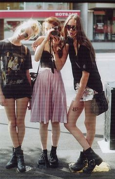 We love 90s fashion! #style #streetstyle #retro