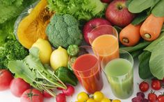 Juicing is beneficial to your health and easy to do. How to start juicing and some easy juicing recipes to get you started in your healthy juicing habit. Sumo Detox, Dietas Detox, Detox Plan, Detox Kur, Detox Foods, Healthy Food Recipes, Juice Recipes, Whole Food Recipes, Water Recipes