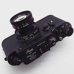 """Blacked out custom classic... from @japancamerahunter | #leicacraft #kameracraft #leica…"""