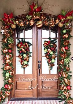 Fabulous Christmas Decor Ideas to Perfect Your Home – Page 103 of 150 – CoCohots – The Best DIY Outdoor Christmas Decor Front Door Christmas Decorations, Christmas Front Doors, Christmas Swags, Noel Christmas, Christmas Lights, Christmas Crafts, Burlap Christmas, Country Christmas Trees, Xmas Trees