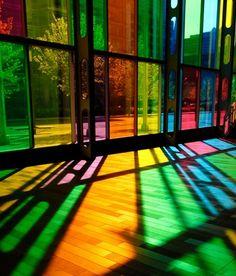 Разноцветная пленка на окна