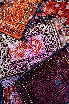 pretty textiles from Egypt Textiles, Wallpaper Wall, Moroccan Style, Moroccan Rugs, Magic Carpet, Decoration Design, Home And Deco, How To Clean Carpet, Persian Rug
