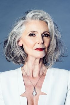 The Best Fashion Ideas For Women Over 60 - Fashion Trends Beautiful Old Woman, Beautiful People, Grey Hair Over 50, Silver Haired Beauties, Blonder Bob, Silver Grey Hair, Hairstyles Over 50, Drop Dead Gorgeous, Ageless Beauty