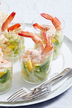 This summery starter is Australia in a plate! Think sweet mangoes, creamy avocado and fresh, crunchy lettuce topped with a delicious Marie-Rose sauce. But naturally, it's the prawns that shine here.