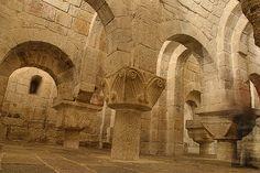 La cripta del Monasterio de Leyre, es una imagen que aparece en todos los libros de arte románico, y a tan solo 35 min. de Sos del rey Católico