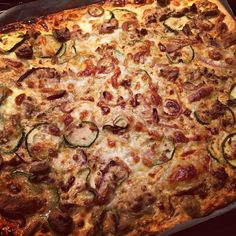 Tonijn plaattaart met wat aanpassingen op het recept van Chicks Love Food (heb bladerdeeg gebruikt ipv filodeeg en mozzarella ipv feta). Heeeeeeerlijk! http://chickslovefood.com/tonijntaart/