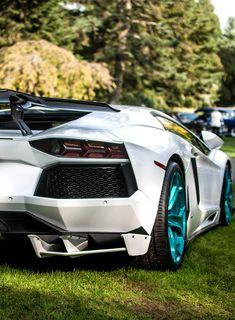 I like the blue inner wheels. Definitely my favorite Lambo. Sports Cars Lamborghini, Mclaren Cars, Lamborghini Diablo, Lamborghini Gallardo, Cool Sports Cars, Sweet Cars, Expensive Cars, Amazing Cars, Hot Cars