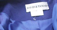 Prijs verlaagd... was $225... nu 175 dollar! David en Tamara ontwerper prachtige royal blauw vintage jaren 1970 jaren 1980 3 stuk broek pak. Jack heeft uitgebreide faux juwelen instellen in een open web van gebogen partement. Vanaf de rechterschouder en aflopende acrow links zoom. Enkele knop jeweled sluiting, lange mouw. Shell is mouwloos en heeft zware bloemen embrodiery kant overlappend met een voering gemaakt van de dezelfde stof als de jas en broek maar iets donkerder zodat een…