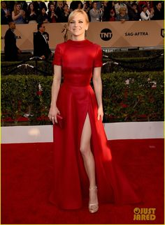 Sag Awards 2016 What Everyone Wore To The Big Show Anna Faris In A Red Silk Gown At The Annual Screen Actors Guild Awards At The Shrine Auditorium On January 30 2016 In Los Angeles California Anna Faris, 70s Fashion, Fashion Dresses, Fashion Games, Korean Fashion, Winter Fashion, Red Carpet Gowns, Nice Dresses, Formal Dresses