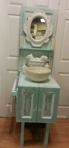 SALE Shabby Chic, Cottage Chic, One of a kind Bathroom Vanity or Gardening Bench op Etsy, 222,95 €
