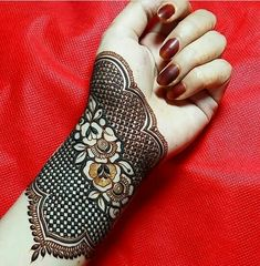 Beautiful Mehndi Design - Browse thousand of beautiful mehndi desings for your hands and feet. Here you will be find best mehndi design for every place and occastion. Quickly save your favorite Mehendi design images and pictures on the HappyShappy app. Khafif Mehndi Design, Simple Arabic Mehndi Designs, Stylish Mehndi Designs, Mehndi Design Pictures, Mehndi Art Designs, Beautiful Mehndi Design, Mehndi Patterns, Latest Mehndi Designs, Mehndi Designs For Hands
