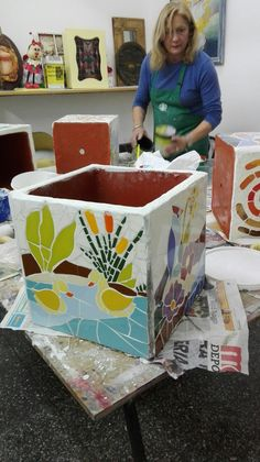 Mosaic Flower Pots, Mosaic Pots, Mosaic Tiles, Dremel, Paper Mache, Planer, Toy Chest, Diy Home Decor, Table