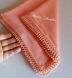 No photo description available. Crochet Border Patterns, Crochet Lace Edging, Thread Crochet, Filet Crochet, Crochet Hooks, Embroidery Fashion, Beaded Embroidery, Hand Embroidery, Saree Kuchu Designs