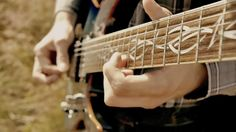 Toca El Tema De Game Of Thrones En Medio Del Campo Con Una Guitarra!
