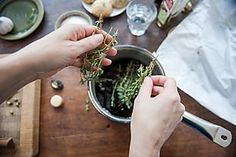 Why Thyme Is the Most Versatile Spice in Your Kitchen Thyme Herb, Fresh Thyme, Fresh Herbs, Boutique Bio, Psyllium, Italian Cooking, Healing Herbs, Home Remedies, Spice Things Up