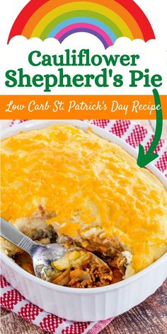 Low Carb Shepherd's Pie - lighten up the classic comfort food with a topping of fluffy mashed cauliflower to make it keto-friendly. The entire family will love delicious healthy St. Patrick's Day recipe! Cauliflower Shepherd's Pie, Cheesy Mashed Cauliflower, Cauliflower Recipes, Cheese Recipes, Pie Recipes, Healthy Comfort Food, Healthy Eating, Low Carb Shepherds Pie, Keto Shepherd's Pie