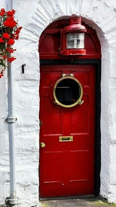 love the crisp white & red. and the porthole is fantastic!