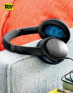 Surround your ears with clean, powerful sounds of the songs you love. Block out everything else with the noise cancelling technology. Once your Bose® QuietComfort®25 headphones are on, there's nothing left but the music.