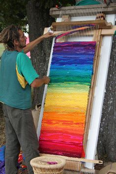 Rainbow weaving ... wonder if I can make this with my loom.