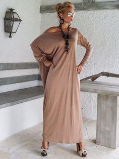 Vestido largo Maxi topo / Taupe Kaftan / por SynthiaCouture en Etsy