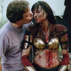 As Lucy and Rob it's kind of cute. Even with her all bloodied up. But since Lucy is in Xena costume, it looks like Xena is smootching some dude in jeans and my brain just broke. Lucy Lawless, Xena Costume, Cosplay Costumes, Princess Star, Xena Warrior Princess, Princess Pictures, Badass Women, New Movies, Wonder Woman