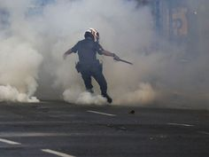 RS Notícias: Polícia atira bombas em manifestação do MTST na Av...