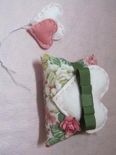 Sache almofada, para aromatizar gavetas www.facebook.com/Arteirosateliedeideias www.marcia-arteiros.com http://marciabekcivanyi.elo7.com.br