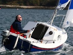 West Wight Potter sailboats, the Potter 15 and Potter are a fantastic buy for the trailerable sailboat seeker. Mirror Dinghy, Small Yachts, Small Sailboats, Boat Stuff, Canoe And Kayak, Small Boats, Wooden Boats, Boat Building, Kayaking