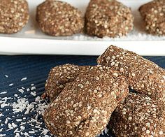 Before or after your workout, these chocolate hemp runner repair bars make the perfect energizing snack. Made with hemp, chia, and cacao powder, these bars transport well and are a great replacement for store-bought energy bars. Source: Healthful Pursuit