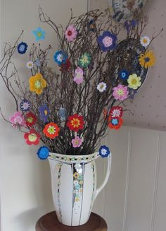 'Thinking of Summer'... crochet summer flowers on twigs ... Like !