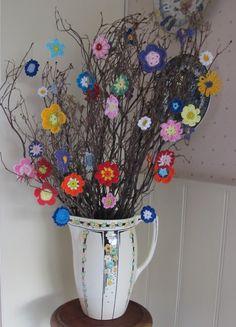 'Thinking of Summer'... crochet summer flowers on twigs ... Like !