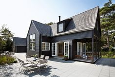 Black houses | Cottonwood Interior Design Blog - Cottonwood Interiors - Interior Designer