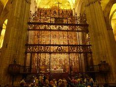 Ces magnifiques grilles plateresques dont celle centrale réalisée par le frère Francisco de Salamanco protèle le Rétable de la cathédrale Santa Maria du Siège de Sévilles